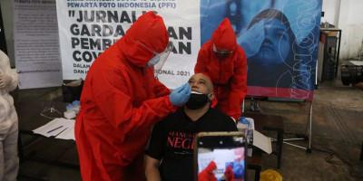 Pagar Nusa Selenggarakan Tes Swab Pewarta Foto