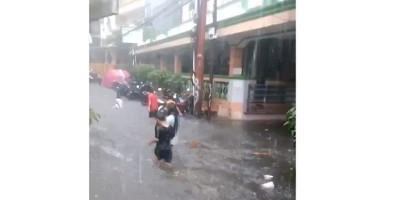 Banjir Rendam Kantor Kelurahan Tegal Parang