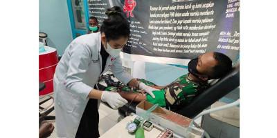 Bantu Anak Gagal Ginjal, Prajurit Satgas 413 Kostrad Sumbangkan Darah