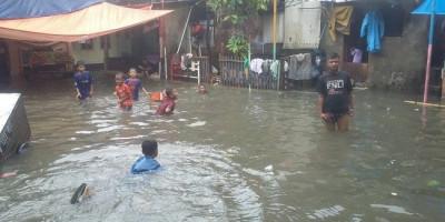 Seorang Lansia Meninggal, 4 Anak-anak Hanyut dan Tenggelam Akibat Banjir di Jakarta