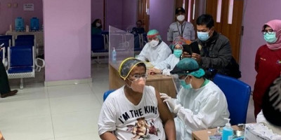 Ikuti Vaksinasi Covid-19, Hotman Paris: Harapan Hidup Makin Besar