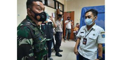 Danramil Kepulauan Seribu Tinjau Vaksinasi Tahap 2 Dosis Lansia