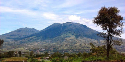 Seorang Pendaki Dilaporkan Terjatuh di Kawasan Cadas Gunung Marapi