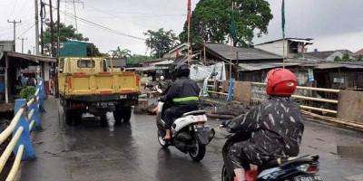 Akses Utama, Pemkab Bekasi Diminta Segera Perbaiki Jembatan Ambles di Tambun