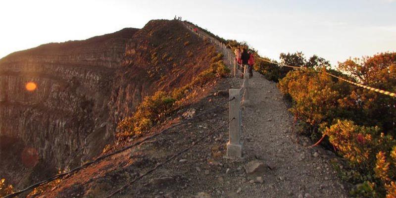 Pendakian Gunung Gede Pangrango Dibuka Lagi Mulai 5 Maret
