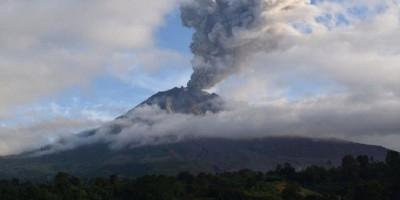 Pagi-pagi, Gunung Sinabung Muntahkan Awan Panas Sejauh 3 Kilometer