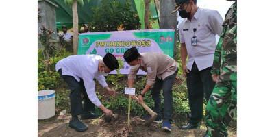 Bupati Salwa Arifin Tanam 1000 Pohon Bersama PWI Bondowoso