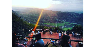Millenial Coffee and View, Ngopi Cantik di Atas Bukit