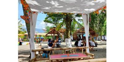 Kampung Perahu Saung Katineung, Spot Santai di Pantai