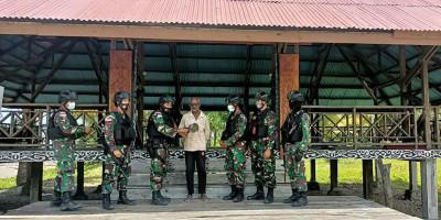 TNI Jalin Silaturahmi dengan Tokoh Adat Papua