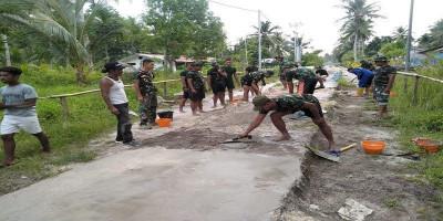 Prajurit Menbanpur 3 Marinir Pasmar 3 Bangun Jalan Di Pulau Soop