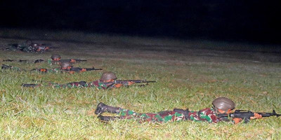 Asah Naluri Tempur, Prajurit Yonif 3 Brigif 2 Mar Pasmar 2 Laksanakan Menembak Malam