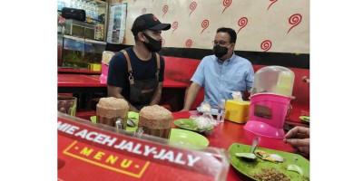 Mampir ke Kedai Mie Aceh, Anies: Enaknya Kelewatan