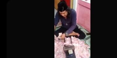 Trik Ustaz Gondrong Menggandakan Uang