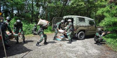 Kompi Bek Yonbekpal 2 Mar Pasmar 2 Praktekkan Pendistribusian Bekal