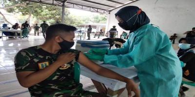 Prajurit Puslatpurmar - 5 Baluran Melaksanakan Serbuan Vaksinasi Covid-19