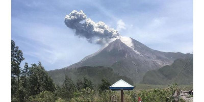 Gunung Merapi Muntahkan Awan Panas Sejauh 1300 Meter Pagi Ini