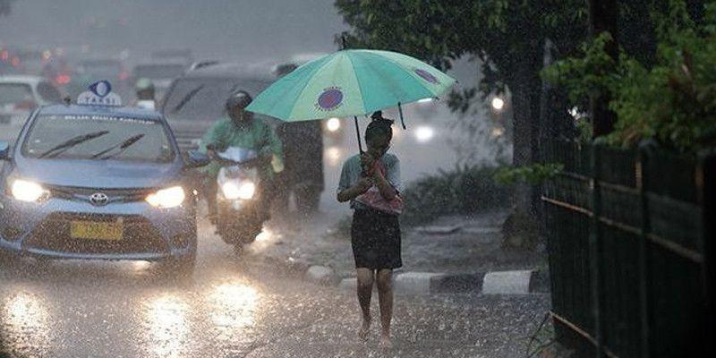 Jakarta Masih Dibayangi Hujan dan Petir Hingga Dini Hari Nanti