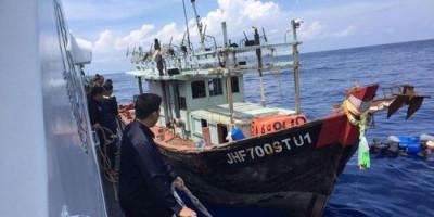 Melalui Dua Tembakan Peringatan, Bakamla RI Amankan Kapal Vietnam Pencuri Ikan