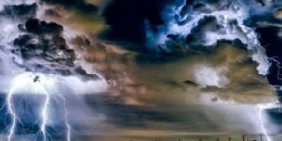 Hari Ini Jakarta Waspada, Hujan Disertai Petir  Siang dan Malam