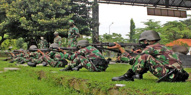 Tingkatkan Naluri Tempur, Prajurit Yonif 3 Brigif 2 Mar Pasmar 2 Berlatih Menembak