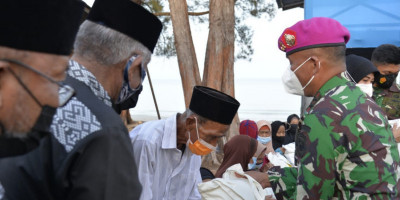 Dankormar Pimpin Doa Bersama di Pantai Pendaratan Amfibi