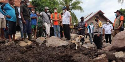 Pencarian Korban Hilang Dampak Bencana NTT Libatkan SAR Dog