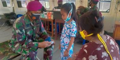 RS Lapangan Korps Marinir TNI AL Diserbu Korban Banjir Bandang NTT