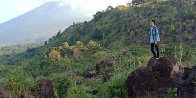 Bukit Kahiyangan, Pesona Hamparan Bebatuan Lava yang Membeku
