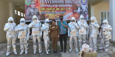 Bantu Penanganan Kebakaran, Wali Kota Singkawang Beri Baju Tahan Api