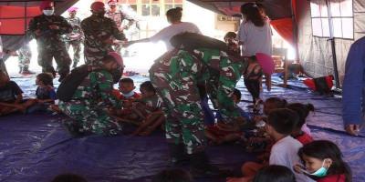 Personil PRCPB Yonmarhanlan VII beri trauma healing pada anak anak