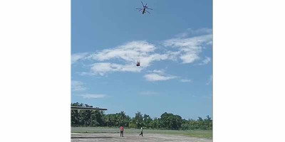 Heli BNPB Bawa Bantuan ke Desa Terisolir Terdampak Banjir NTT