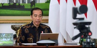 Tinjau Vaksinasi Pelaku Seni, Jokowi: <i>Eling Lan Waspodo</i>