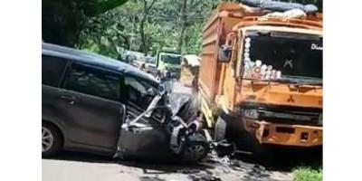 Minibus Hantam Tronton di Cianjur, Sopir Tewas di Tempat