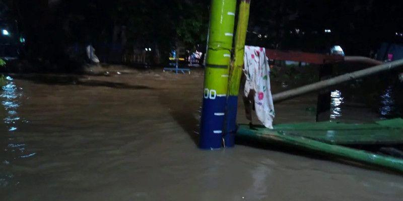 Hujan Sejak Sore Bikin Jaktim Dikepung Banjir