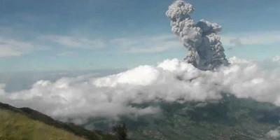 Awan Panas Gunung Merapi Kembali Meluncur Sejauh 2 Kilometer