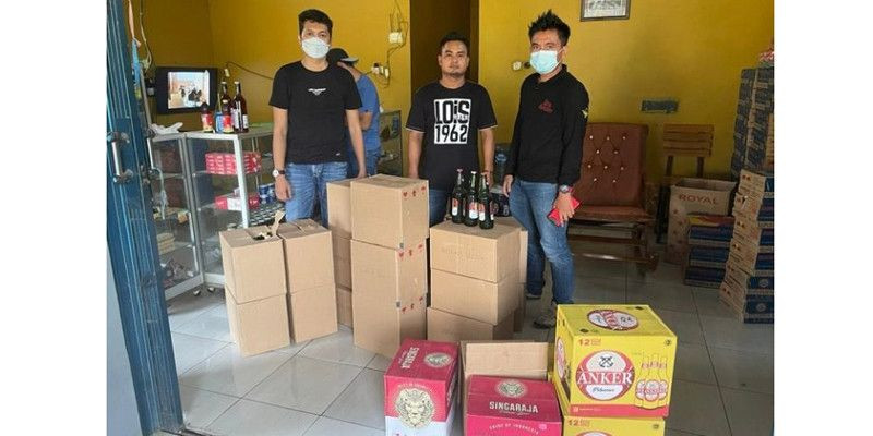 Polres Indramayu Sita 679 Botol Miras dan Puluhan Liter Tuak Selama Ramadan