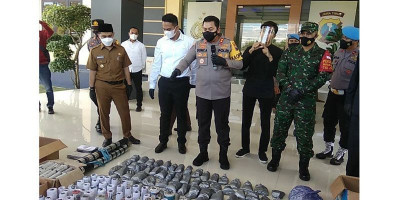 Gerebek Industri Rumahan, Polisi Sita 69,5 Kilogram Peledak dan Ribuan Petasan Siap Edar