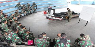 Prajurit Nanggala Terima Ilmu Pengoperasian Perahu Karet Dan Motor Tempel