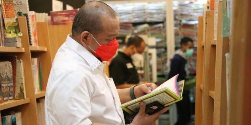 Harbuknas 2021: Generasi Milenial Banyak Gunakan Gadget, Makin Jarang Sukai Baca Buku