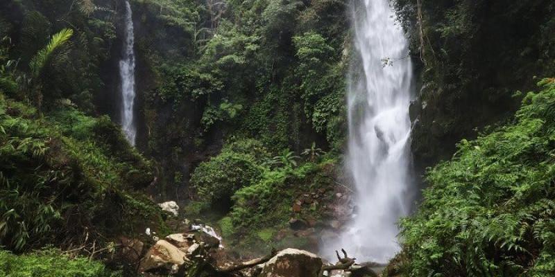Nikmati Kesejukan dari Mata Air Gunung Galunggung di Curug Badak
