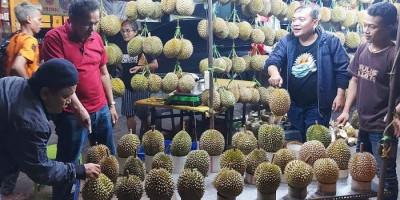 Deden Gaul, Penjual yang Beri Garansi untuk Nikmati Duren di Mangga Besar