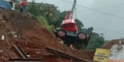 Crane Terguling di Lokasi Proyek Rel Ganda Bogor-Sukabumi, Ini Penjelasannya