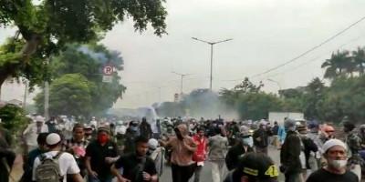 Dipukul Mundur Polisi, Pendukung Rizieq Kocar-Kacir Masuk Perkampungan