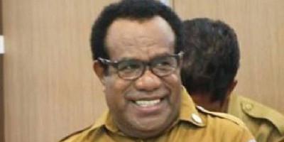 Jadi Plh Gubernur Papua, Massa Enembe Palang Pintu Sekda Papua Dance Yulian Flassy