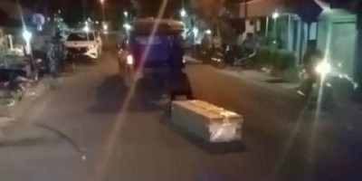 Viral, Video Peti Jenazah Covid-19 Terlempar ke Luar Ambulans