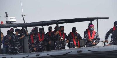 Wakasal Pimpin Serbuan Vaksin Masyarakat Maritim Oleh Prajurit Marinir Ke  Muara Gembong