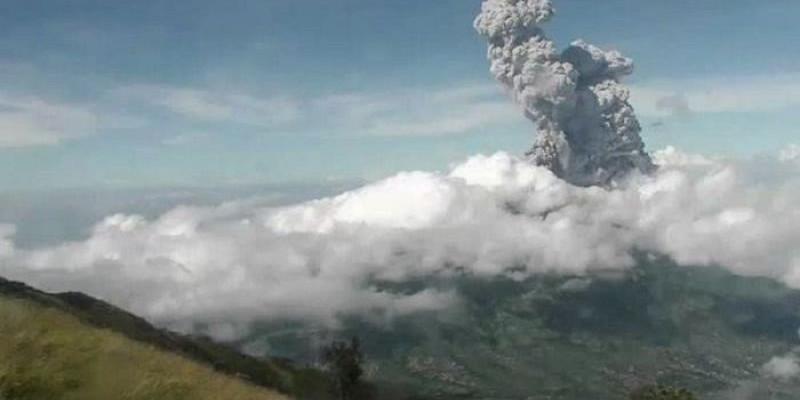 Awas, Awan Panas Gunung Merapi Meluncur hingga 2.500 Meter dari Puncak