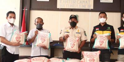 Kuyung Daniel Borong Beras Satu Ton untuk Pasien Isoman di Muba