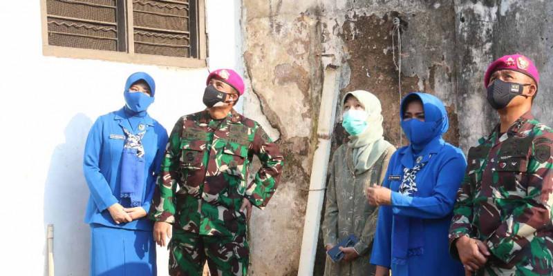 TNI AL Korps Marinir Bedah Rumah Anggotanya Yang Gugur Di Aceh